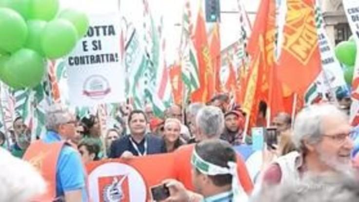 Milano, metalmeccanici in piazza per diritti e lavoro