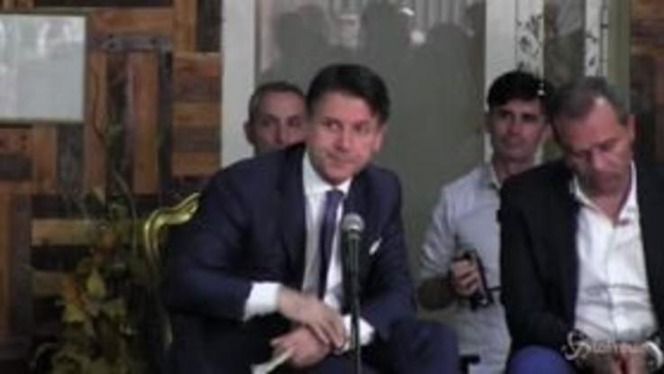 """Napoli, Conte contestato: """"Abbiamo un fascista al governo"""""""