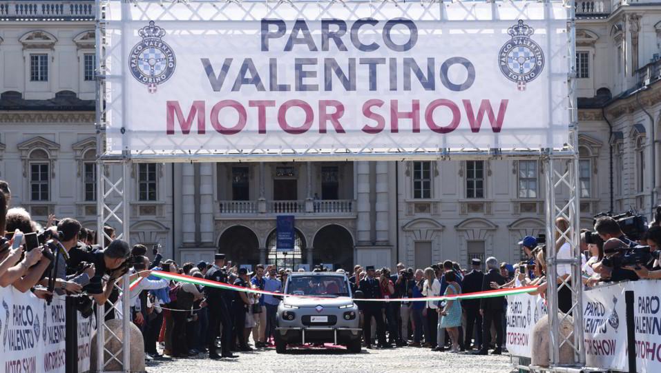 L'inaugurazione del Salone: l'ingresso dell'auto a guida autonoma ©