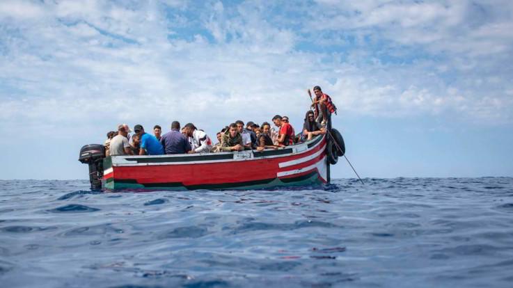 """Migranti, Alarm Phone: """"Sos da barcone con 120 persone a bordo"""""""
