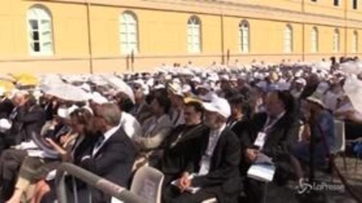 Napoli combatte il caldo per seguire il Papa