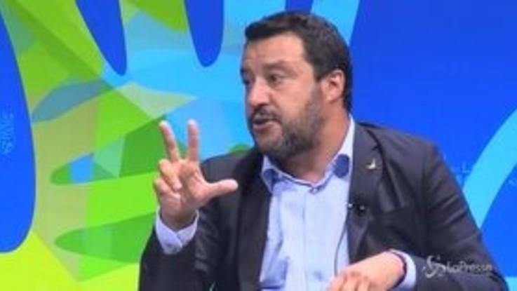 """Ue, Salvini: """"Se ci chiedono di aumentare l'Iva, dovranno passare sul mio corpo"""""""