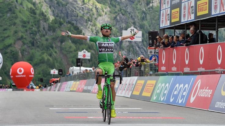 Ciclismo, Ardila vince il Giro d'Italia Under 23. Show colombiano sul Fedaia