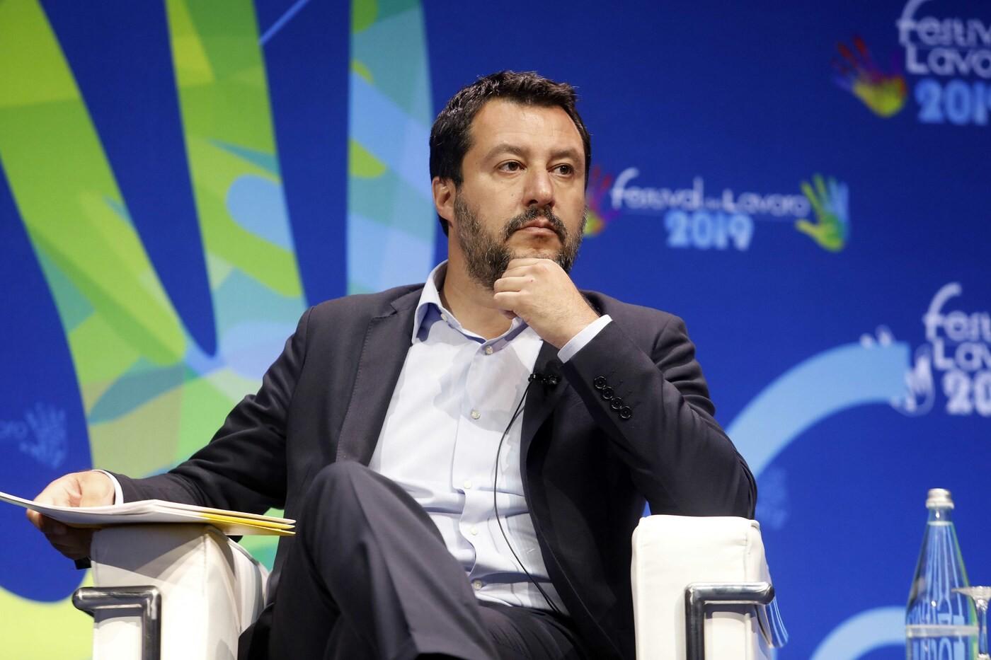 """Salvini: """"Manovra estiva con flat tax"""". Di Maio: """"Solo se ci sono i soldi"""""""
