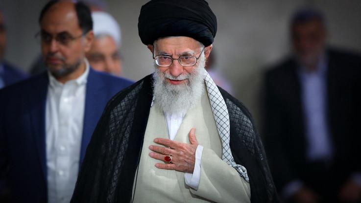 Trump, nuove sanzioni all'Iran. Colpito l'Ayatollah Ali Khamenei