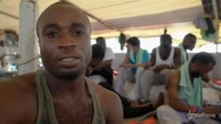 Sea Watch, l'appello di uno dei migranti a bordo: