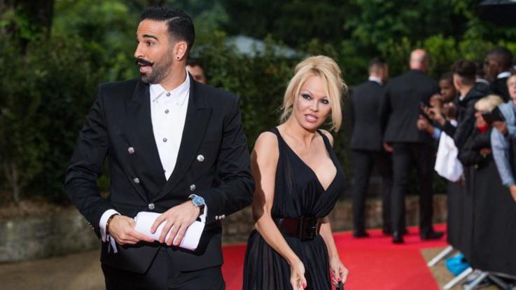 """Pamela Anderson lascia Adil Rami: """"È un mostro, presa in giro e tradita per 2 anni"""""""