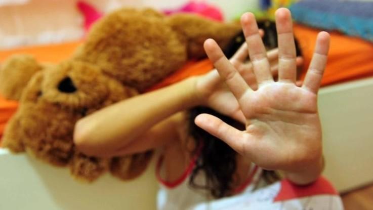 """Violenza sui minori. I pediatri denunciano: """"Problema prioritario di salute pubblica"""""""