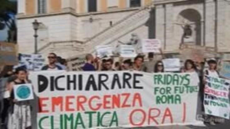 """Fridays for Future, manifestazione a Roma: """"Dichiarare emergenza climatica"""""""