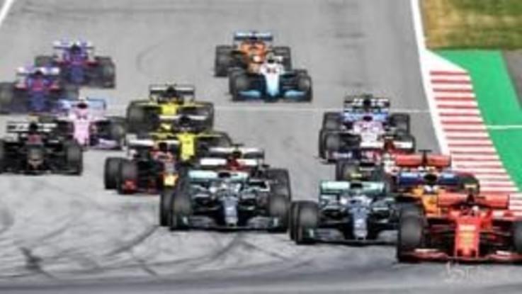 Formula 1, in Austria Verstappen beffa Leclerc