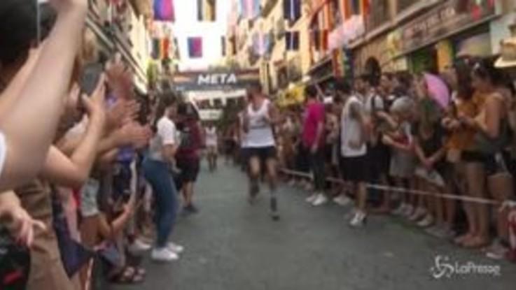 Uomini sui tacchi a spillo: la corsa per i diritti Lgbt conquista la Spagna