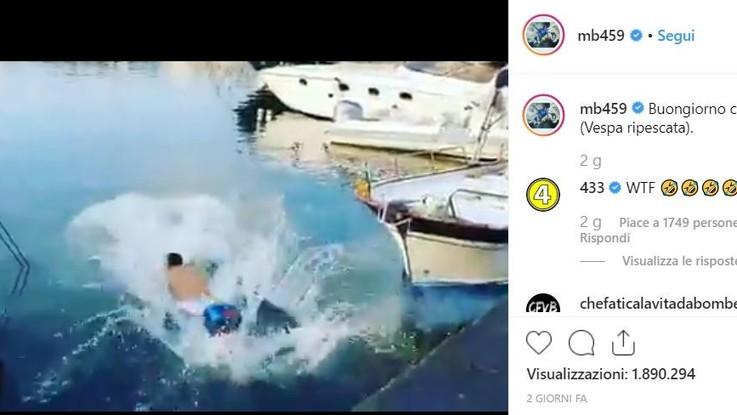 In mare con lo scooter: Balotelli e l'amico denunciati per la scommessa