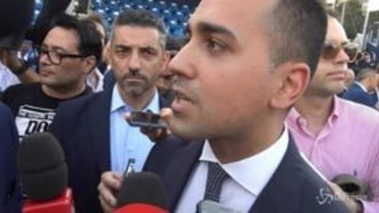 """Di Maio: """"Se Salvini si sente solo gli manderemo un peluche"""""""