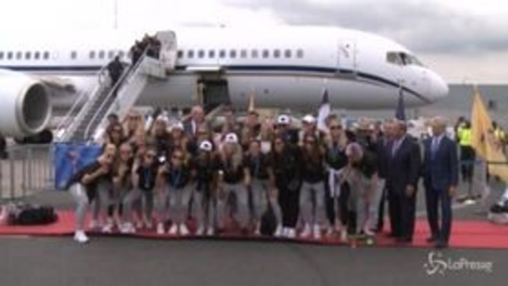 Mondiali di calcio femminile, le campionesse Usa accolte dai fan in patria