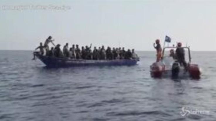 Alan Kurdi salva 44 migranti: le immagini