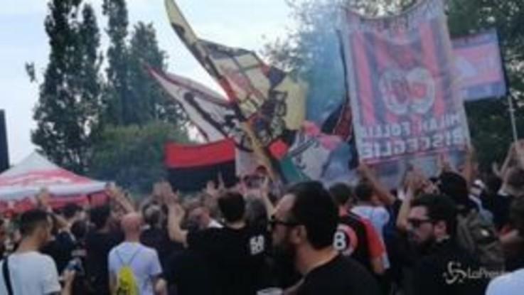 Grande entusiasmo per il Milan di Giampaolo: oltre 1000 tifosi a Milanello per il raduno