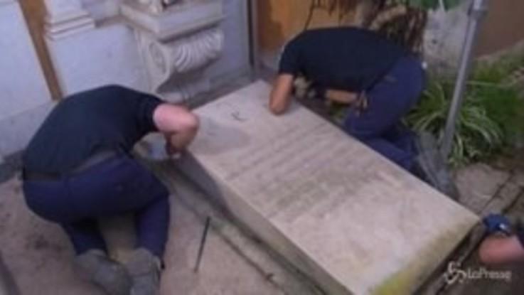 Caso Orlandi: l'apertura delle due tombe