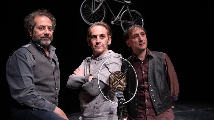 Fausto Coppi, l'affollata solitudine del campione a teatro per i 100 anni dalla nascita del grande ciclista