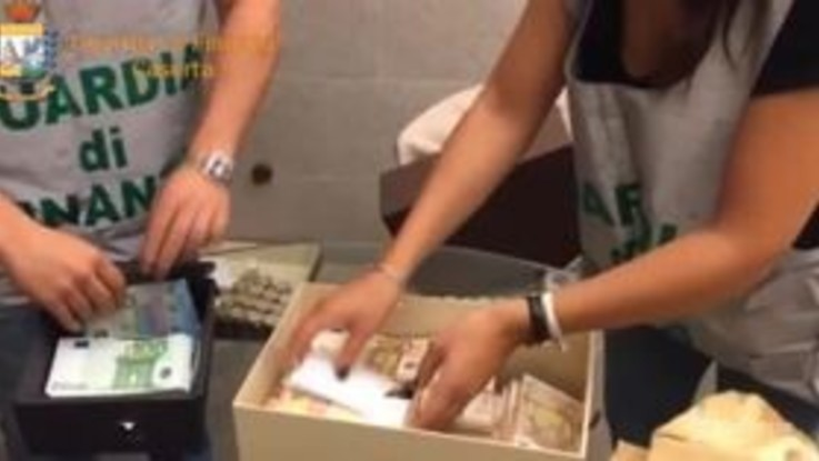 Caserta: contrabbando di alcolici, 23 persone arrestate