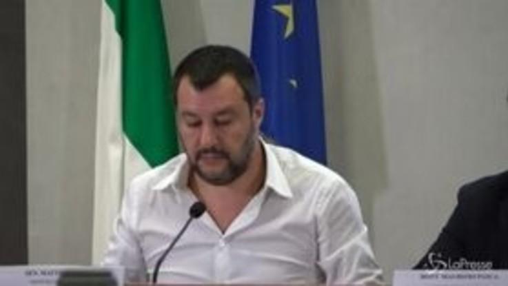 """Fondi russi a Lega, Salvini ai giornalisti: """"Cercate rubli o missili, io faccio il ministro dell'Interno"""""""