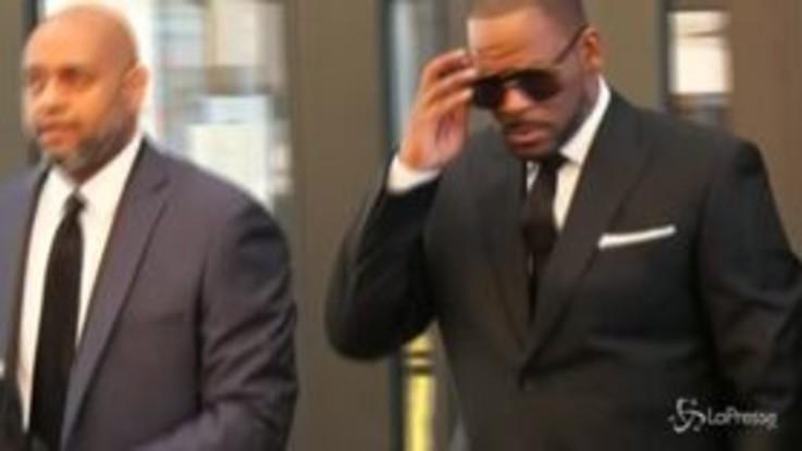 Arrestato R. Kelly con l'accusa di pedopornografia