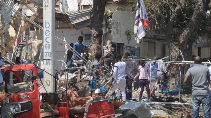 Somalia, attacco di al-Shabaab in un hotel: almeno 26 morti