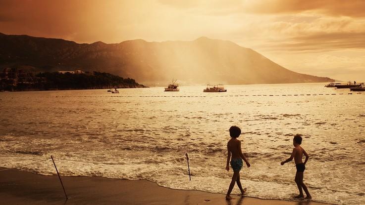Bimbi viaggiatori: dai pediatri la guida per vacanze sicure
