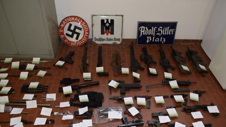 Ultradestra, blitz contro estremisti: sequestrato un arsenale di armi in Nord Italia