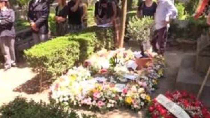 Camilleri: l'ultimo saluto al Cimitero Acattolico
