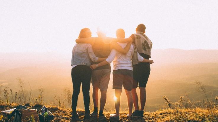 L'oroscopo di martedì 23 luglio: Leone, allegria con gli amici