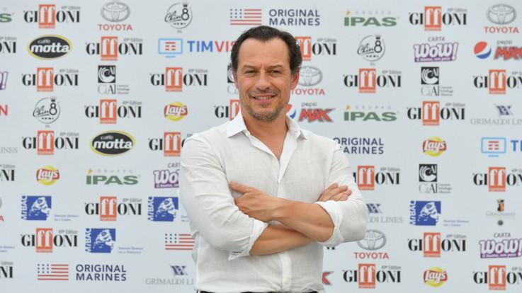 """Stefano Accorsi: """"Non sarò in 'The New Pope', ma presto '1994' e il nuovo film di Ozpetek"""""""