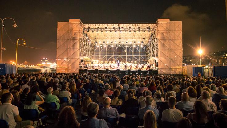 Dal Carlo Felice al porto: La Traviata all'Arena del Mare di Genova