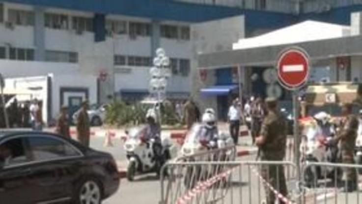 Tunisia, il corpo del presidente Essebsi lascia l'ospedale militare