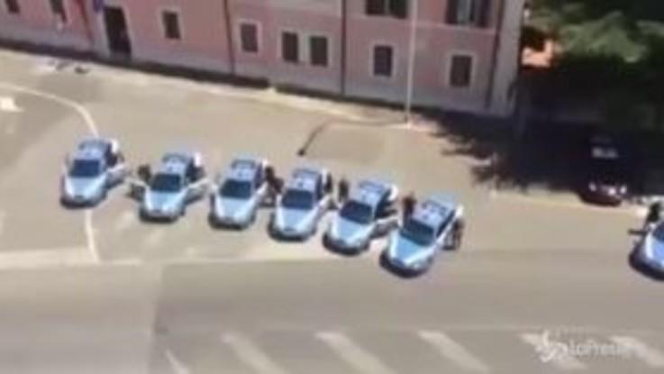Carabiniere ucciso, il gesto commovente della Polizia: sirene all'unisono davanti al comando generale di Roma