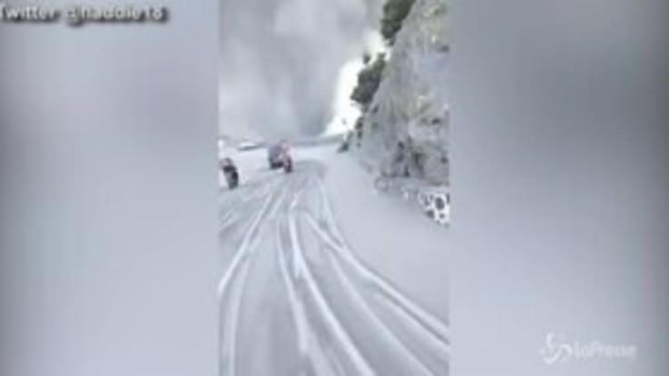 Indonesia, erutta vulcano a Giava: colonna di fumo visibile a chilometri di distanza