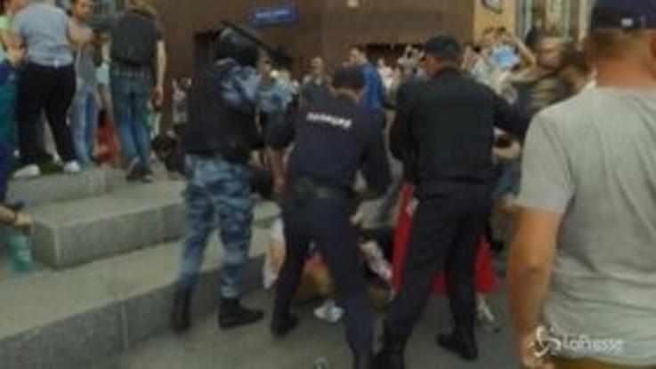Mosca, manifestazione antigovernativa: arresti e pestaggi della polizia