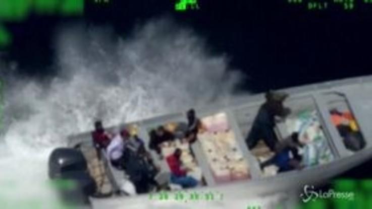 Traffico di droga: l'inseguimento in mare è da film