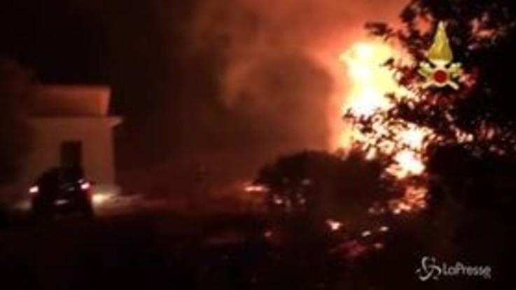 Incendio in Sardegna: evacuate le abitazioni, chiusa la Statale