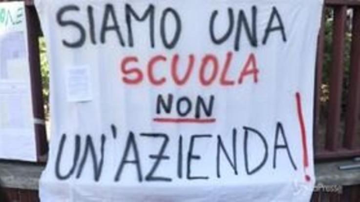 Milano, la protesta dei prof dei centri di formazione Afol Metropolitana