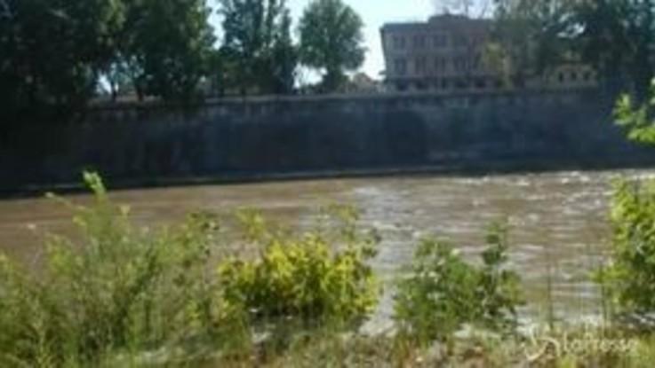 Cade da parapetto sul Tevere, morto 19enne francese a Roma