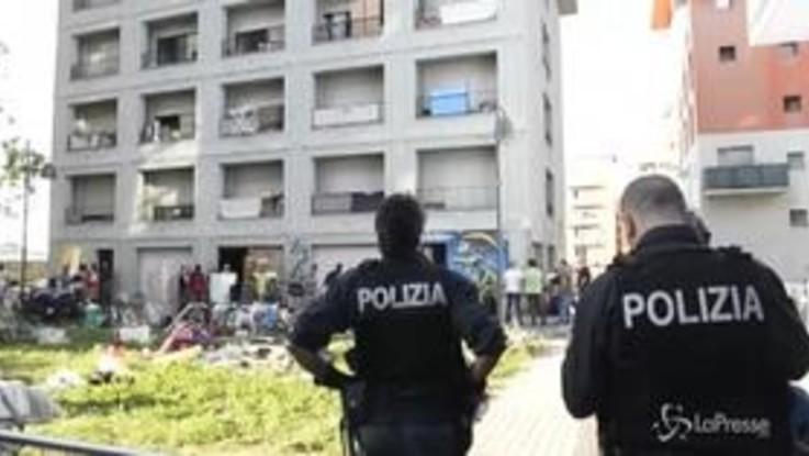 Migranti, sgomberate ultime palazzine ex Moi di Torino