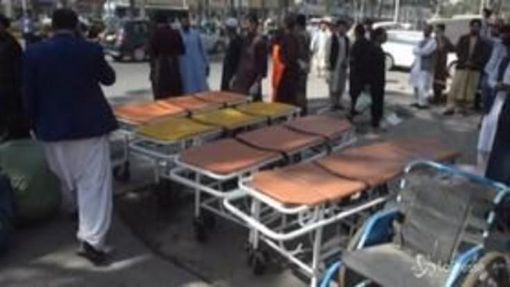Afghanistan, bomba contro bus: almento 34 morti
