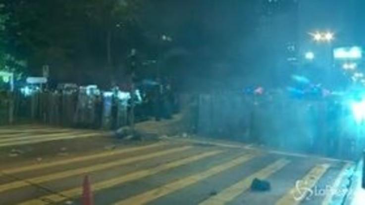 Proteste a Hong Kong, lacrimogeni contro i manifestanti