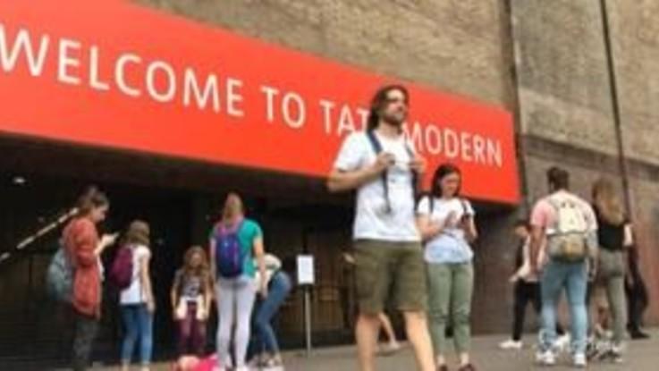 Bimbo di 6 anni cade dal tetto della Tate Modern