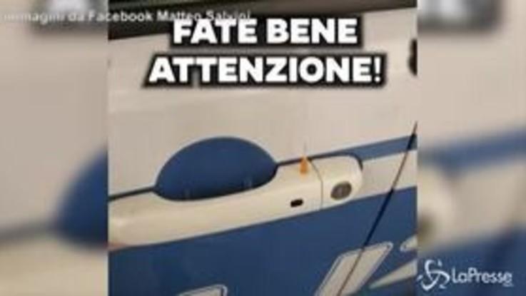 """Ago posizionato sull'auto della polizia a Rogoredo, Salvini: """"Ennesimo attacco"""""""
