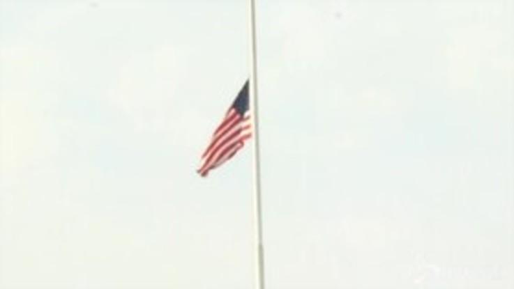 Stragi negli Stati Uniti, alla Casa Bianca bandiera a mezz'asta in segno di lutto