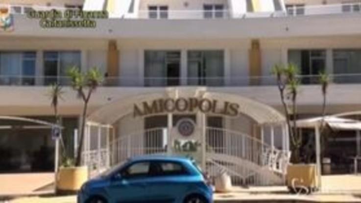 Truffe finanziarie online: sequestrati conti e siti del social Amicopolis