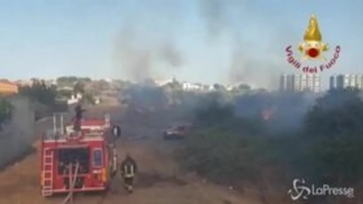 Incendi: paura nel cagliaritano, roghi vicini alle abitazioni