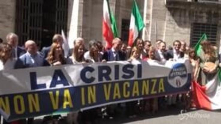 """Flash mob di Fratelli d'Italia davanti al Mise: """"La crisi non va in vacanza"""""""