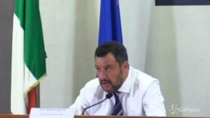 """Governo, Salvini: """"Vediamo se ci sono buoni motivi per stare insieme, non siamo incollati alle poltrone"""""""